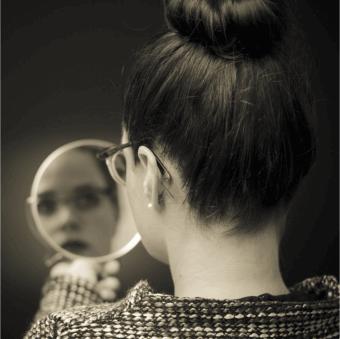 biz-woman-mirror-cropped